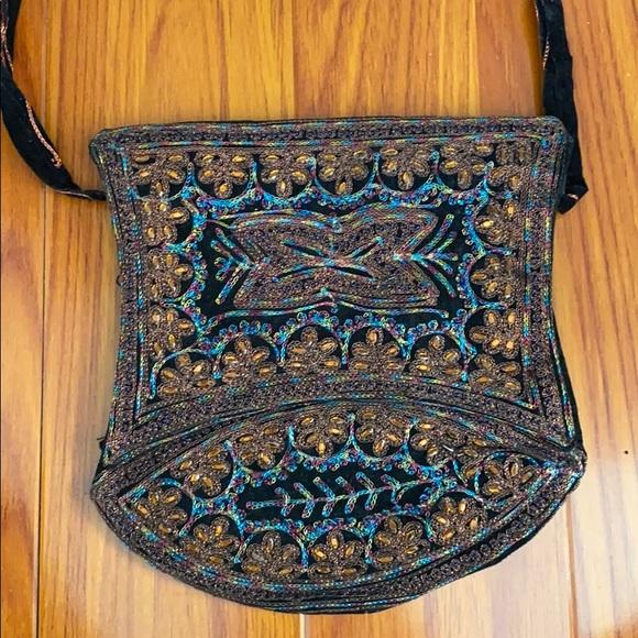 🌿 Black Embroidered Saddle Bag